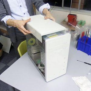 オリジナルPCケースを組み立てる人
