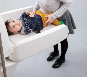 子供が転落しないよう配慮したおむつ交換台のデザイン